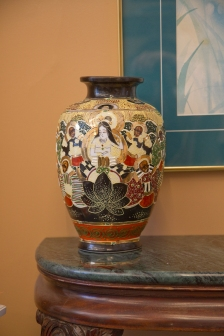 Mid-size Japanese vase - hand-painted