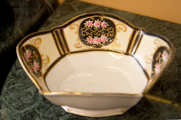 Noitake bowl with roses and gold trim. circa 1920s