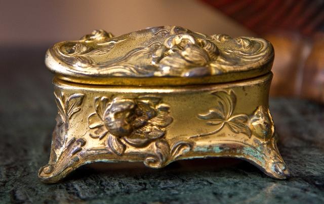 $35 Bronze jewellery casket. Early 1900s