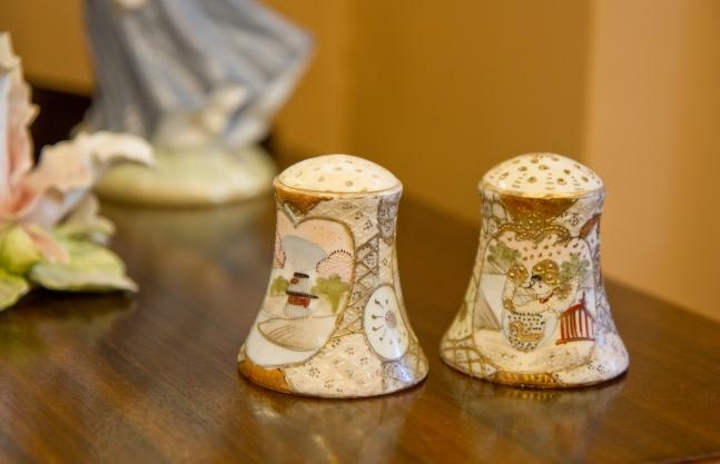Salt and Pepper shakers. Nippon Royal Satsuma. Moriage.