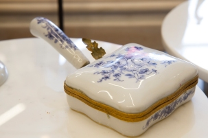 $65 Vintage hand painted silent butler. Made in France for Holt Renfrew. Mid century.