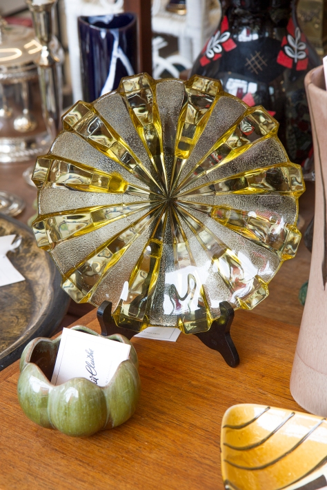 $60 Vintage two tone topaz gold and frosted spokes footed glass bowl.