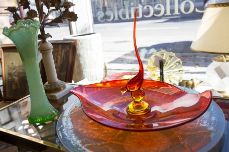 Large vintage red glass serving platter with decorative hand blown glass bird. Circa 1950s.